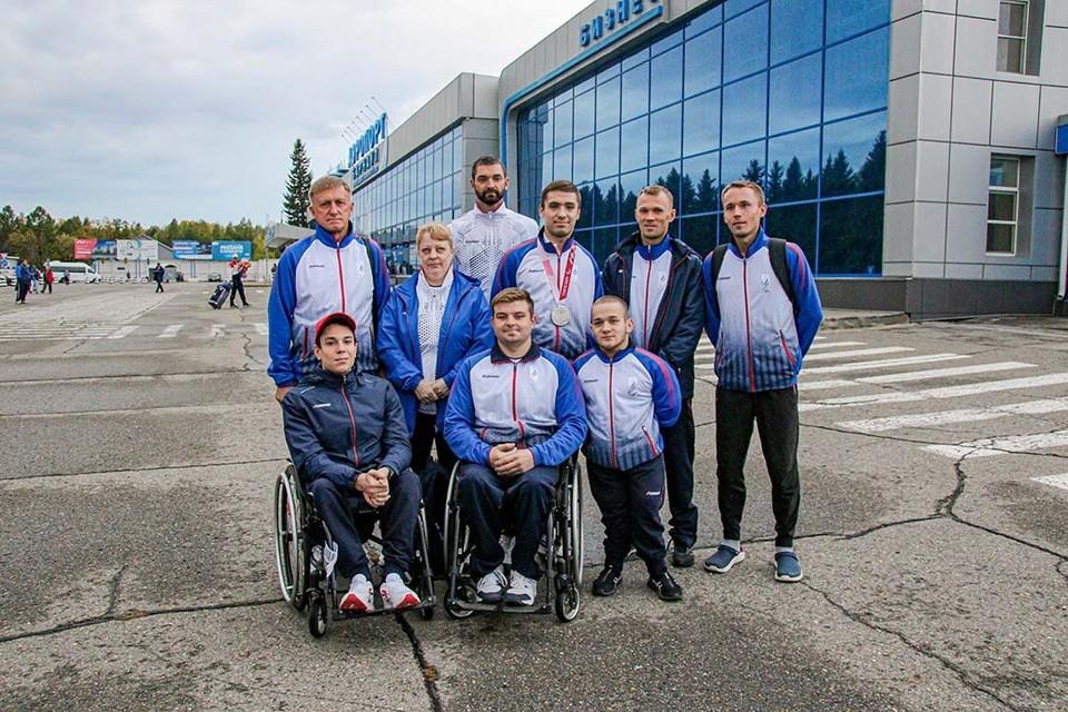 Встреча алтайских паралимпийцев в аэропорту Барнаула
