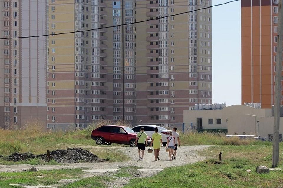 Снимок с высотками и участком улицы опубликовали в VK. Фото: соцсети