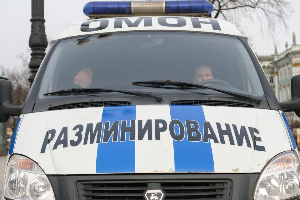 Полиция ищет взрывчатку в офисе банка в центре Петербурга