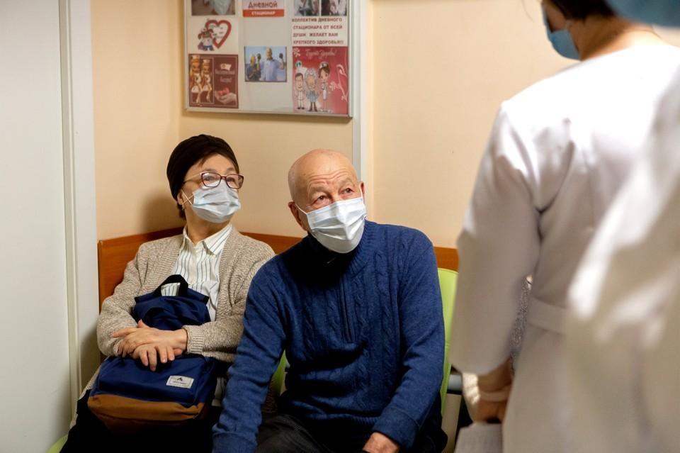 Болезнь Альцгеймера проявляется снижением умственной работоспособности и расстройствами личности