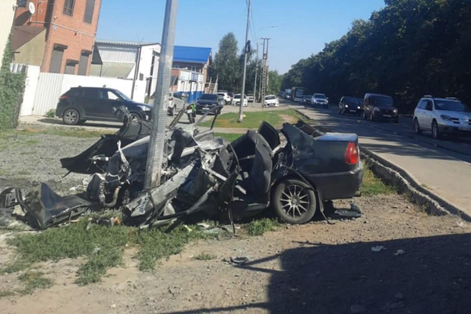 Машина получила серьезные повреждения от удара. Фото: отдел пропаганды УГИБДД