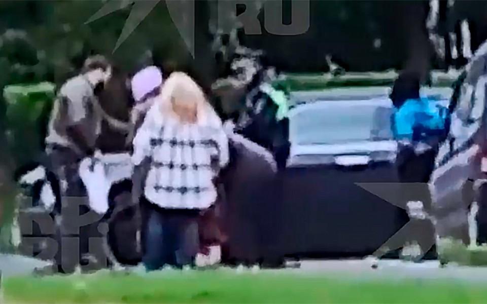 На улице Гримау иномарка наехала на подростка, который катился по тротуару.