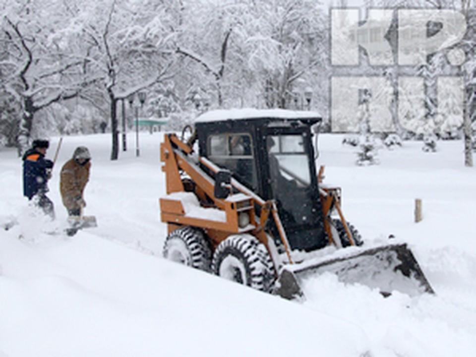 Ежедневно улицы города чистили около 800 единиц спецтехники