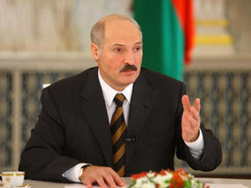 """Лукашенко: Со временем все стабилизируется, """"и еще будут просить белорусские рубли"""""""