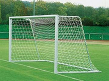 Школьника придавило незакрепленными футбольными воротами