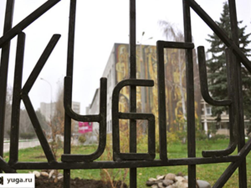 Памятник Столыпину установили возле КубГУ в Краснодаре.