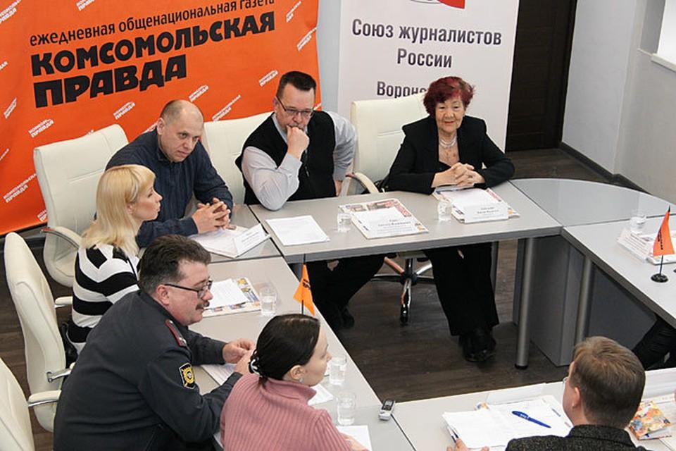 За круглым столом собрались врачи, ветеринары, психологи, сотрудники полиции и представители общественных организаций.
