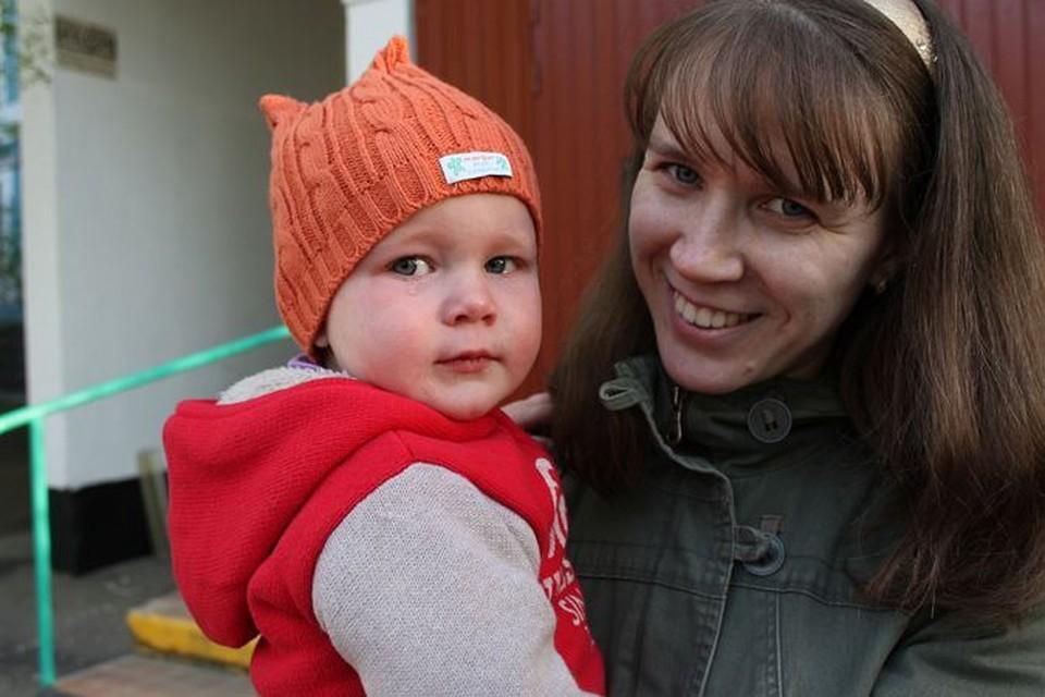 После катания на горке маленькая Настя две недели провела в больнице (на фото ниже).