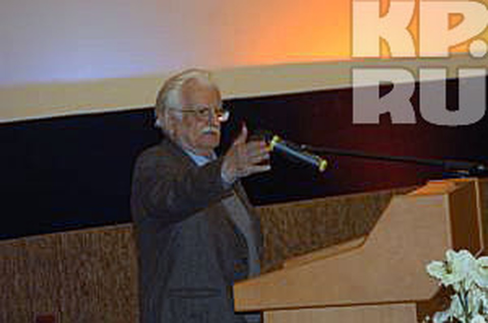 Декабрьский съезд кинематографистов закончилсяскандалом - уходом со съезда Никиты Михалкова и избранием Хуциева