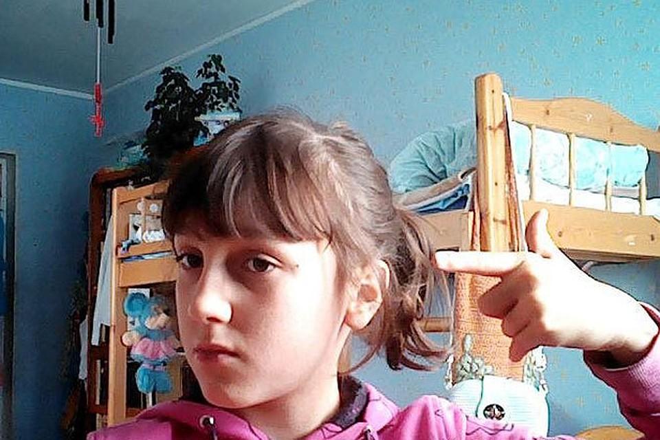 Девка мазохистка издевается над своим телом видео