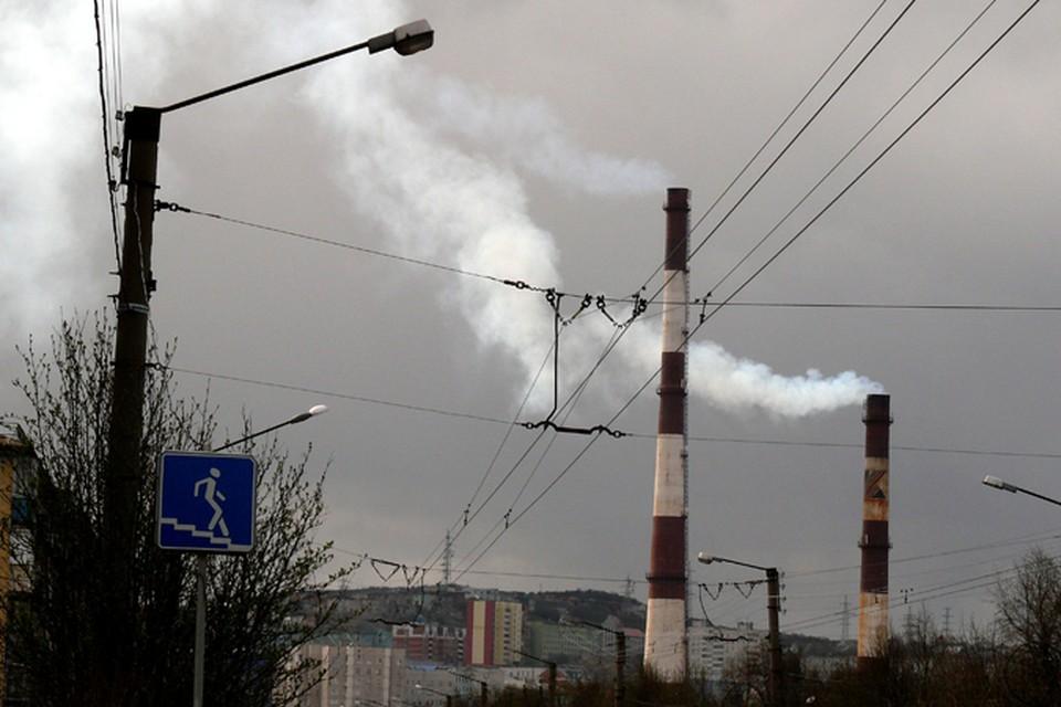 Трубы в Мурманске дымят, тепло в дома идет, но вот не все за них платят.