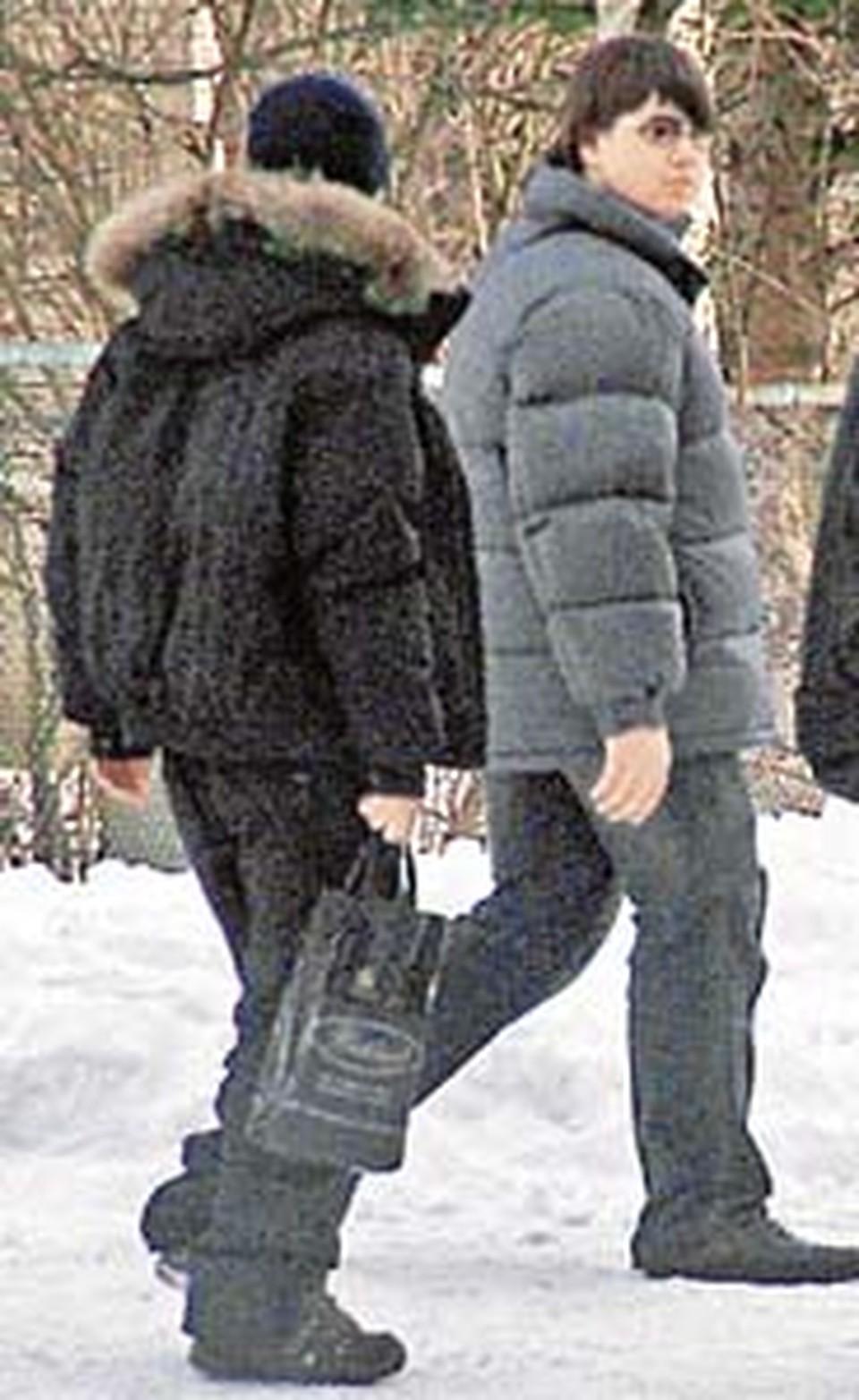 Миша Казаков (справа) говорит, что он заступился за девушку.