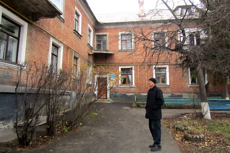 Жители дома на проспекте Богдана Хмельницкого не хотят переезжать из центра, где прожили всю жизнь, на Харгору.
