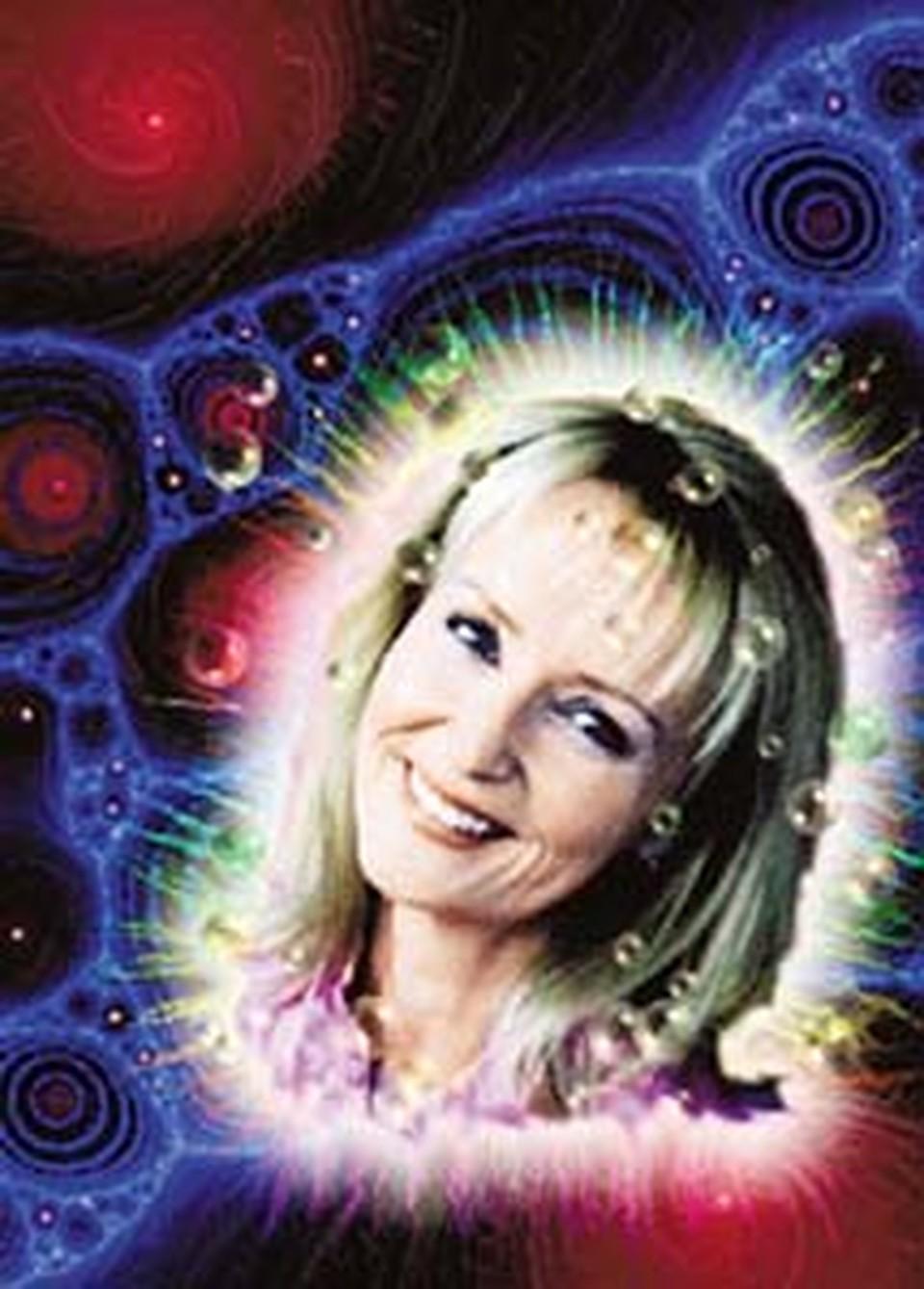Настоящее имя - Эллен Грув. Родилась в 1957 году. По образованию - юрист. о информации с официального сайта, Джасмухин уже в два года стала вегетарианкой. В 1993-м - начала питаться светом. В 1994-м - медитируя, наладила контакт с Вознесенными Мастерами.
