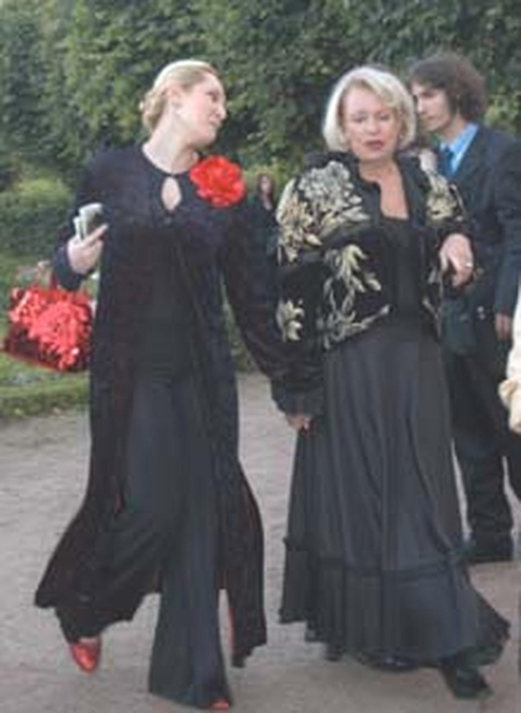 Людмила Поргина пришла за «Хрустальной розой» для мужа в сопровождении племянницы Надежды