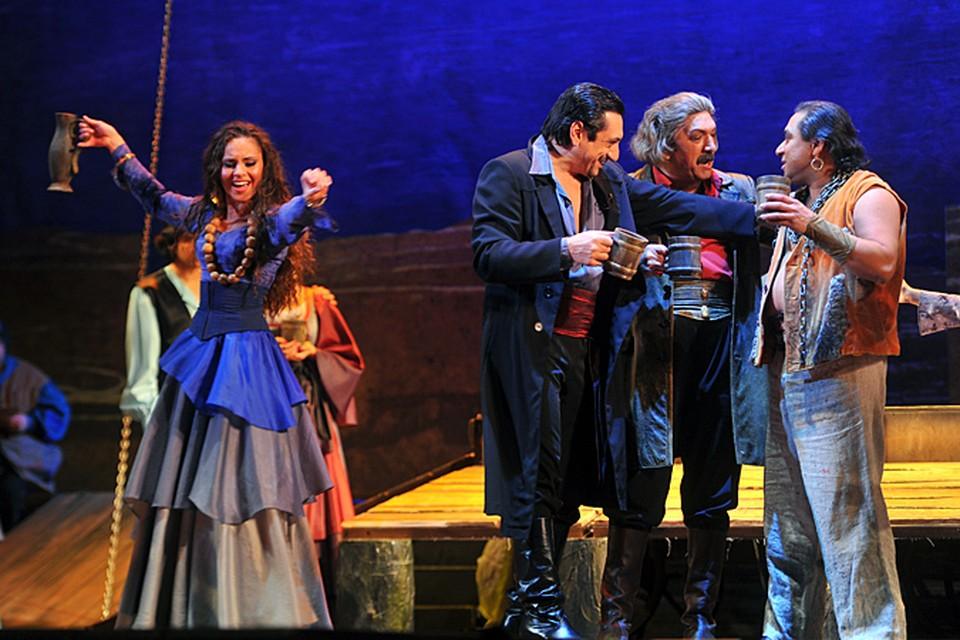 В канун праздника наш корреспондент отправился в единственный в мире цыганский театр «Ромэн»