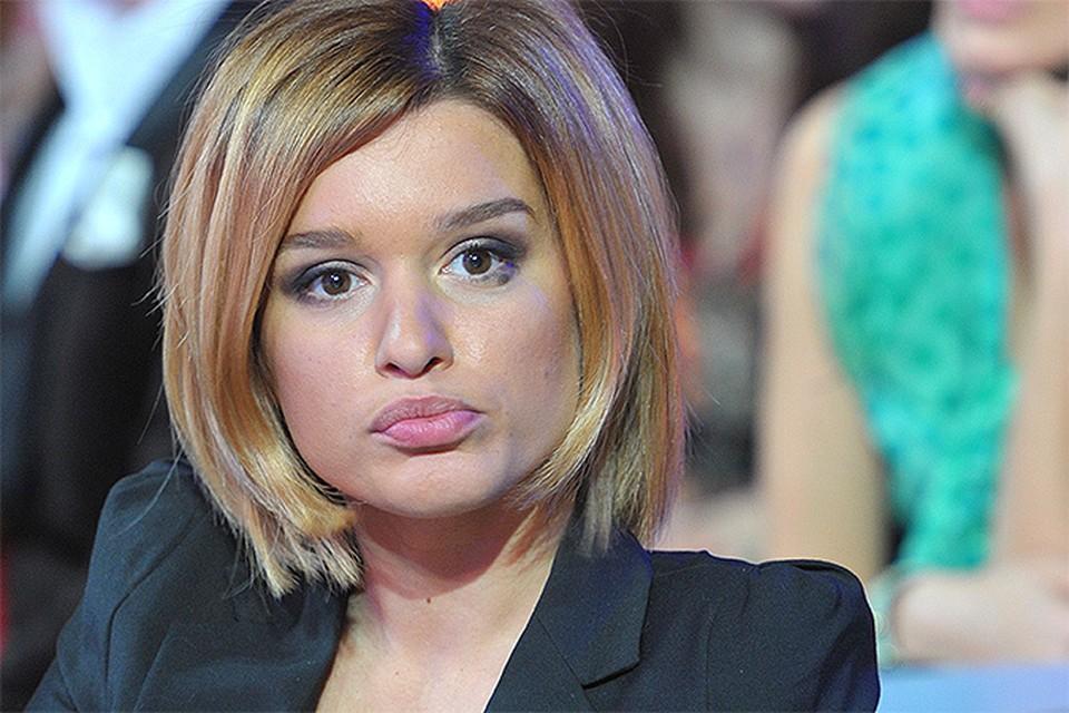 """Когда Ксения Бородина в рекламе на ТНТ говорит, что ее профессия - помогать людям строить любовь, хочется крикнуть: """"Себе сначала помоги!"""""""