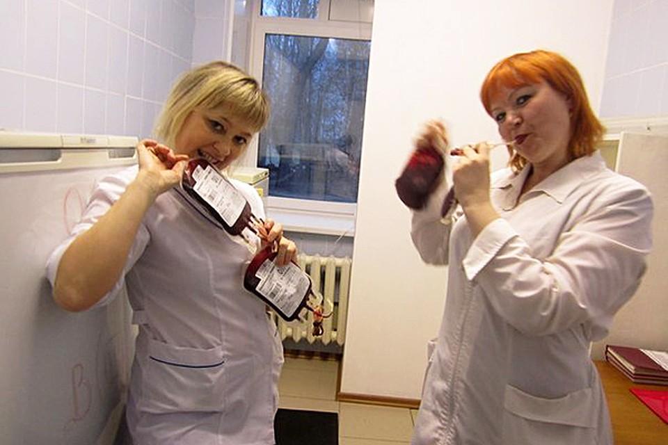молодые медсёстры кореянки в больнице у мальчиков видео