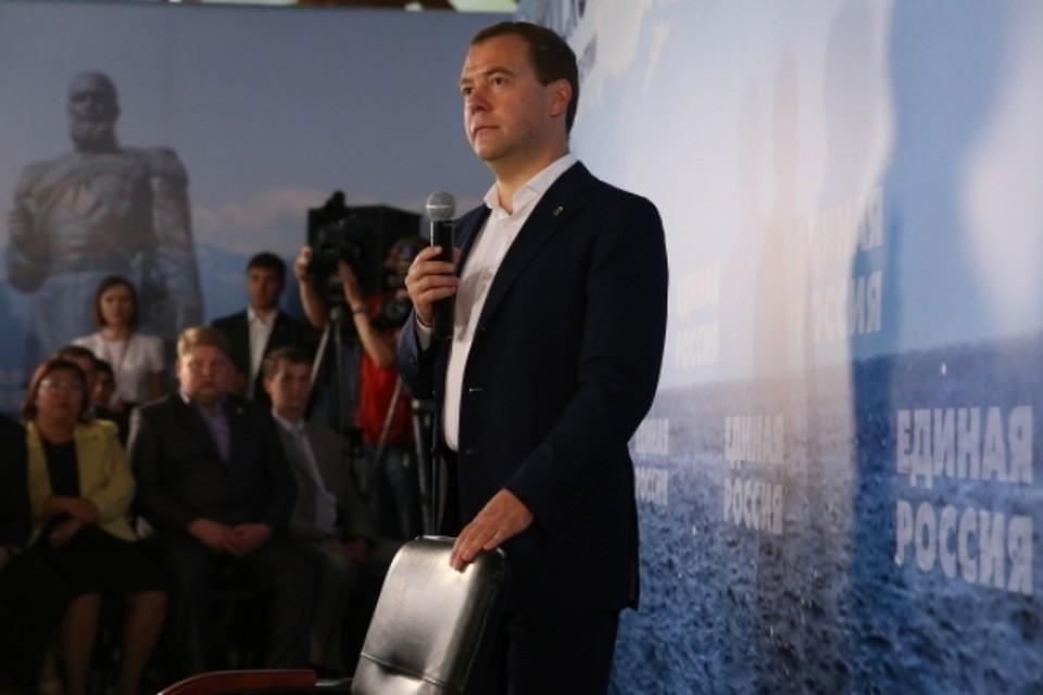 Дмитрий Медведев пообещал закрыть целлюлозно-бумажный комбинат на Байкале