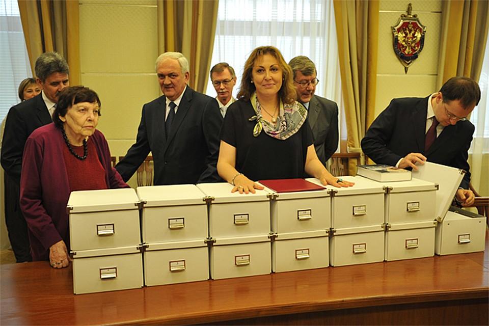 Роман, поднятый из лубянского хранилища, состоит из 6 машинописных копий, фотокопий, рукописных черновиков и набросков. Всего - 11 тысяч листов