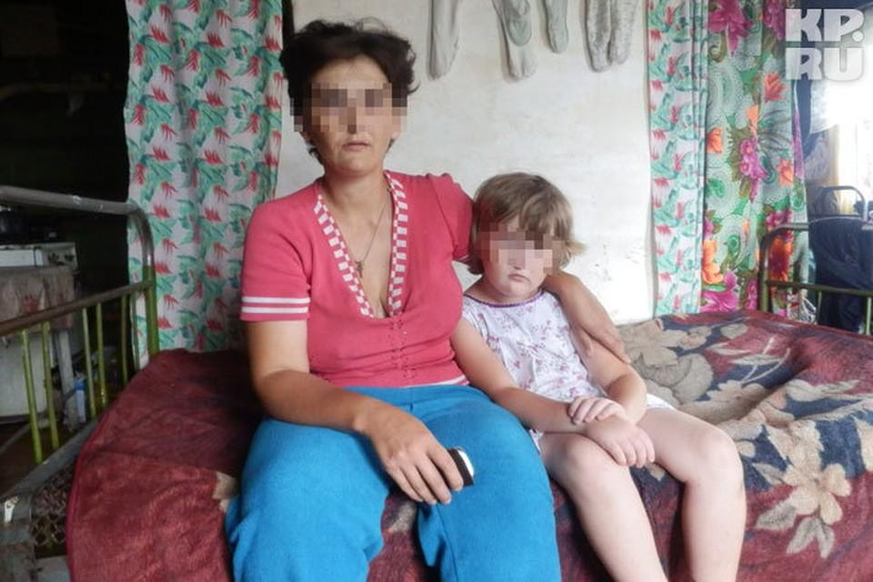 Мадина с дочерью. Женщина считает, что ничего страшного не произошло, поскольку муж бил детей «несильно»