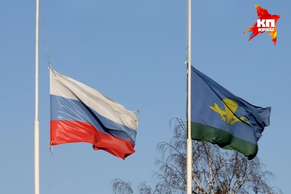 В среду флаги над училищем были приспущены в знак траура.