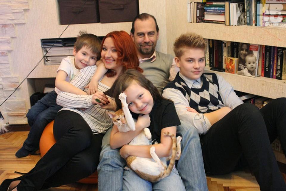 В большой семье телеведущей и писательницы Тамары Лисицкой уж точно никто не скучает!