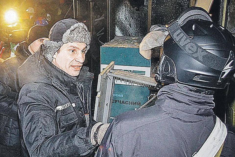 Боксеру Виталию Кличко пока сподручнее управлять бузотерами на майдане, чем страной.