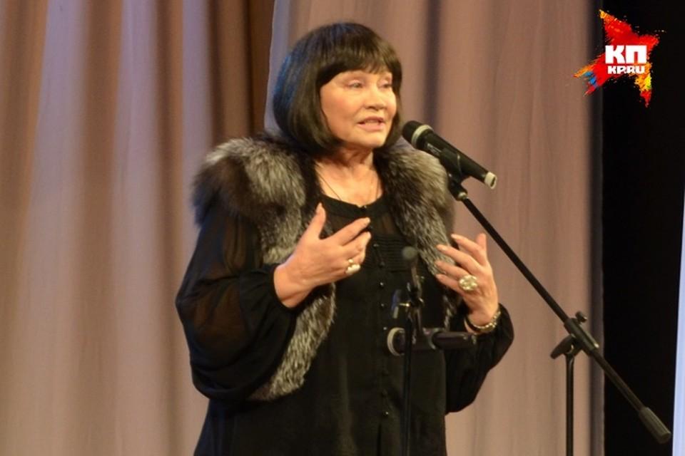 Народная артистка России Лариса Лужина поделилась с орловчанами воспоминаниями о работе с великими актерами.