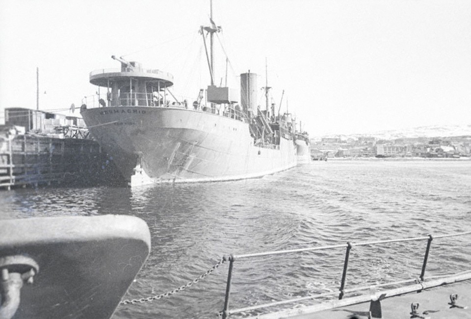 Англо-американские суда в мурманском порту. 1942 год.