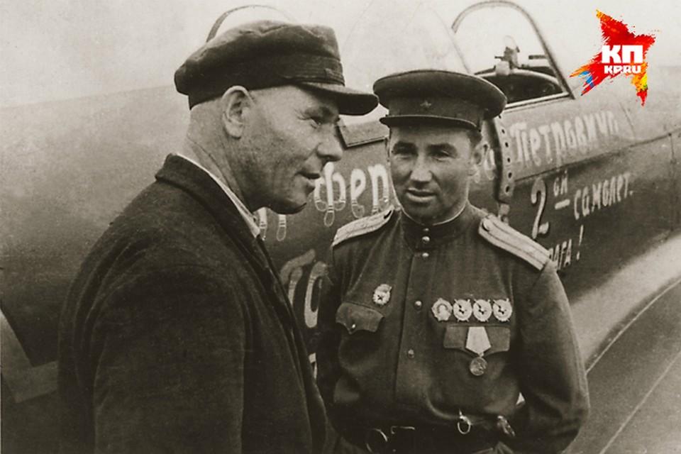 Ферапонт Головатый и Борис Еремин возле второго Яка