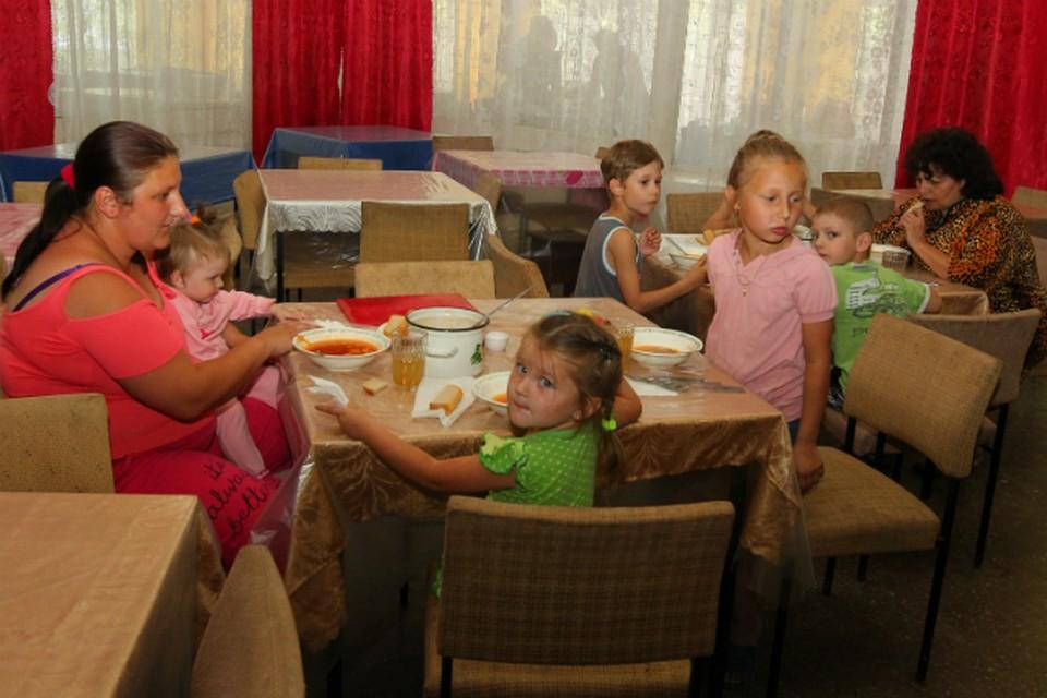 В пунктах размещения беженцам дали главное: кров и еду.