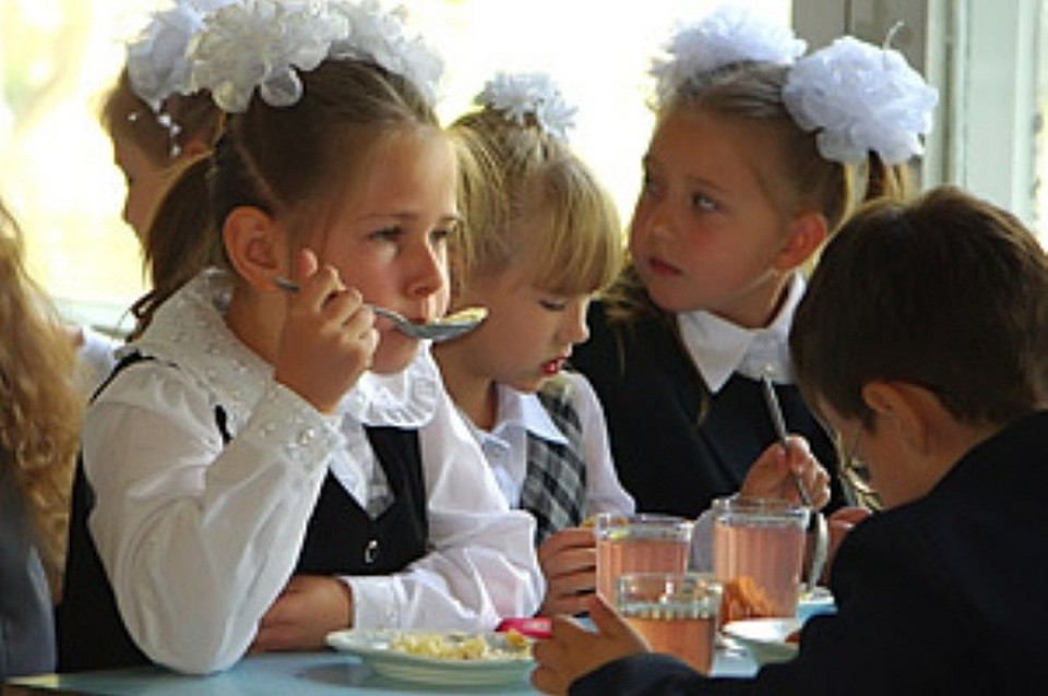 Почти 90% школьников получают горячее питание