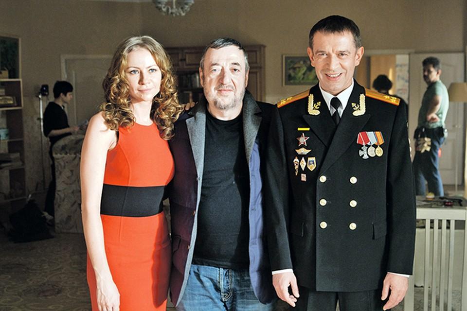 Во время маленького перерыва в съемках Павел Лунгин успел попозировать с актерами нового сериала «Родина» Марией Мироновой и Владимиром Машковым.