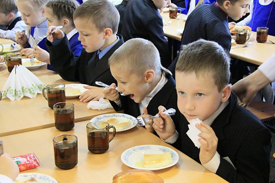 Для школьников, впрочем, как и для взрослых людей, в питании важно соблюдать три основных принципа - разнообразие, умеренность и сбалансированность