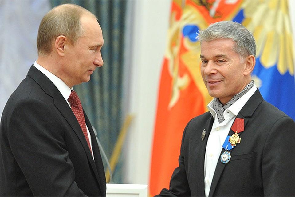 Владимир Путин вручает государственную награду Олегу Газманову, декабрь 2012 г.