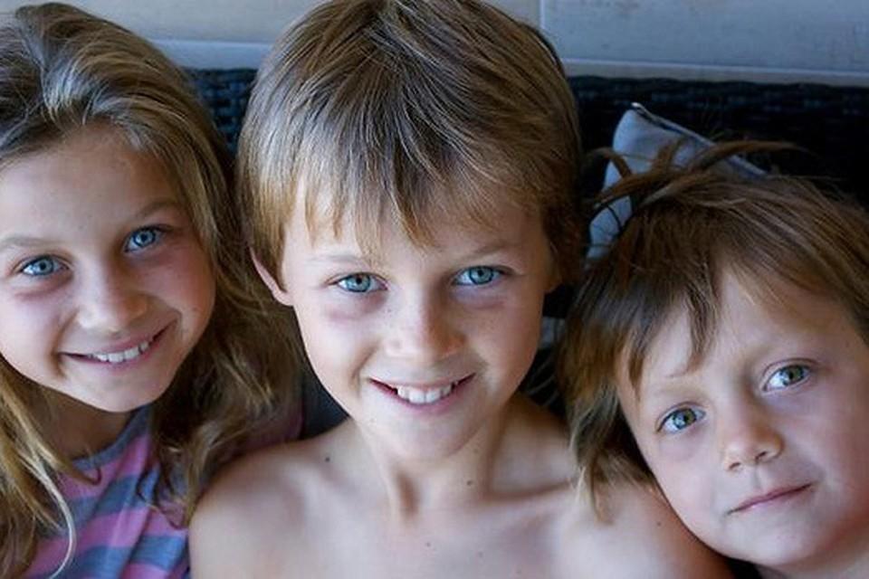 12-летний Мо, 10-летняя Эви и 8-летний Отис Мэслины возвращались из Европы домой