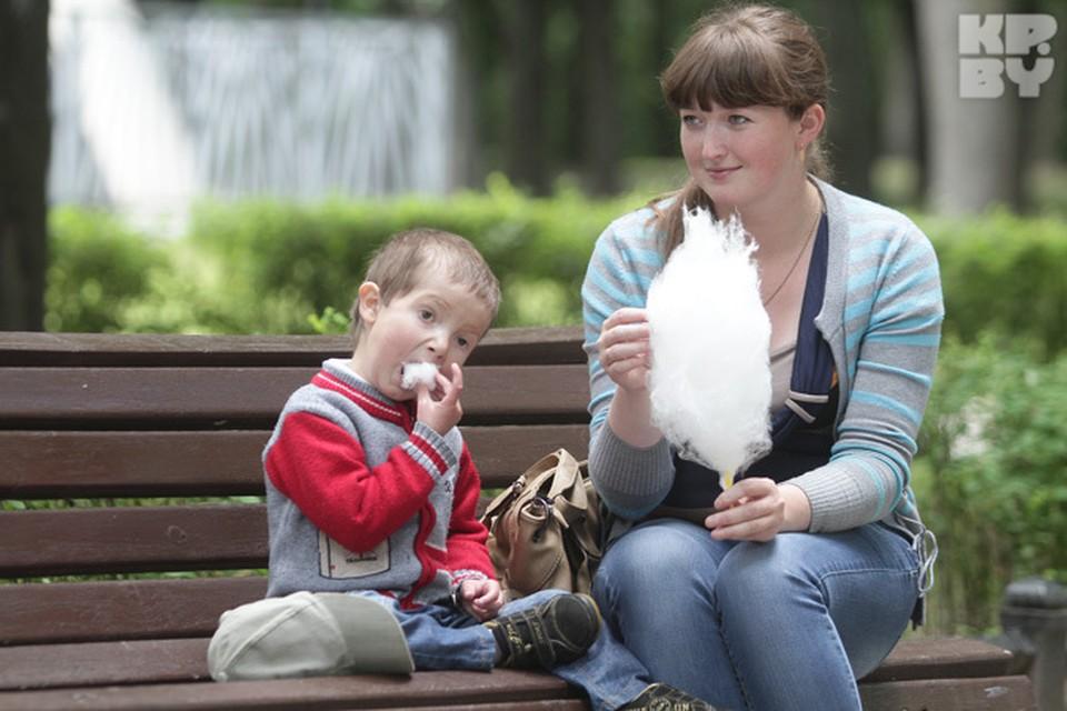 Молодые мамы в декретном получают почти столько же, сколько пенсионеры.