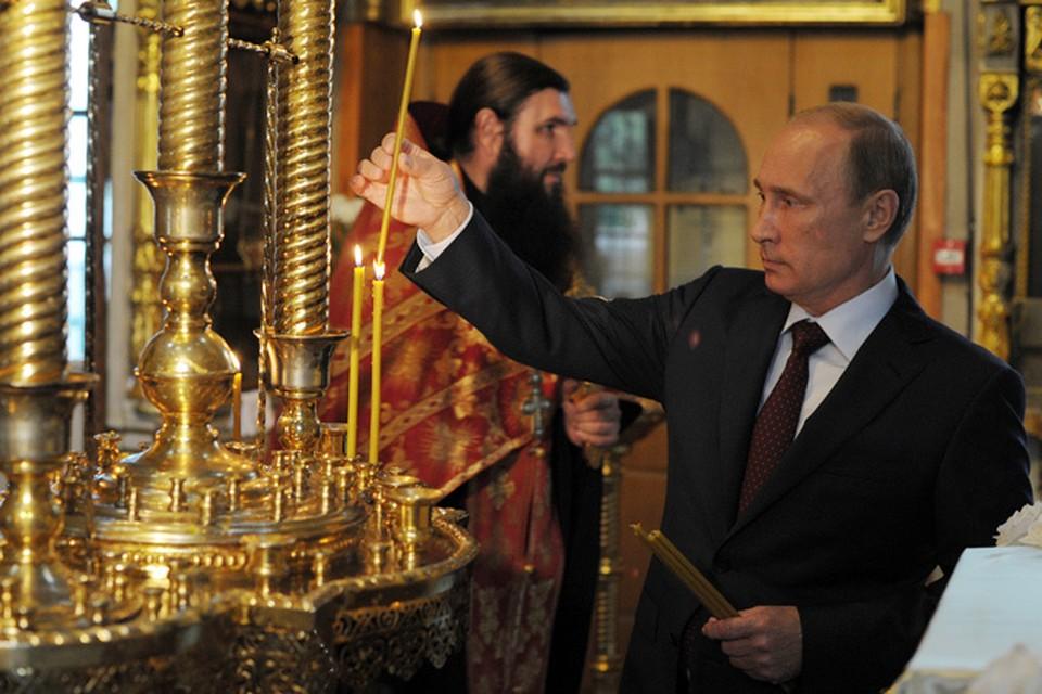 После этого глава государства посетил храм Живоначальной Троицы на Воробьевых горах