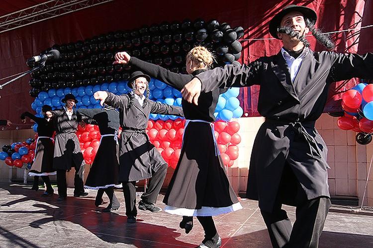 В Донецке национальными танцами отметили «День народного единства»