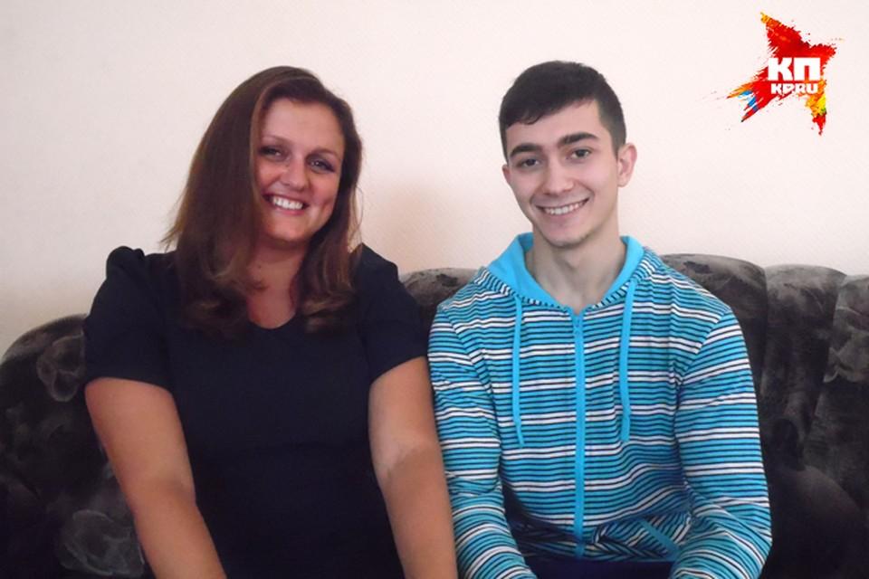 Боря и Елена Евгеньевна живут в большой дружной семье.