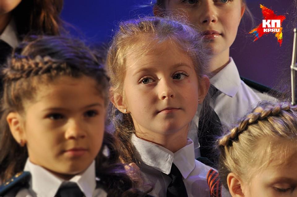 Анастасия спела в хоре перед прокурорами Крыма