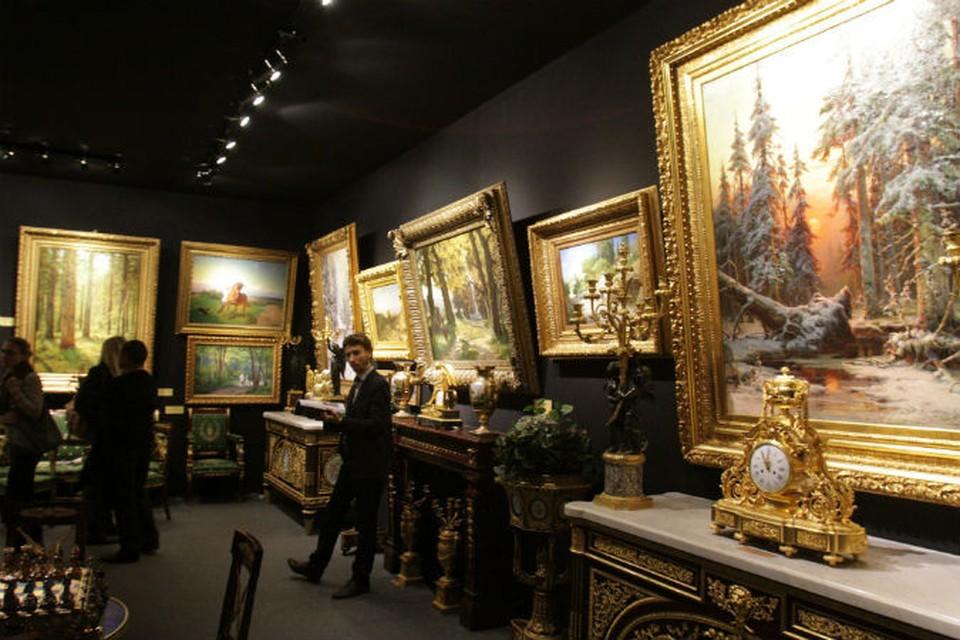 Истинных коллекционеров можно пересчитать по пальцам. Потому и продавать откровенные подделки стало куда проще. Фото: Юрий Самолыго.