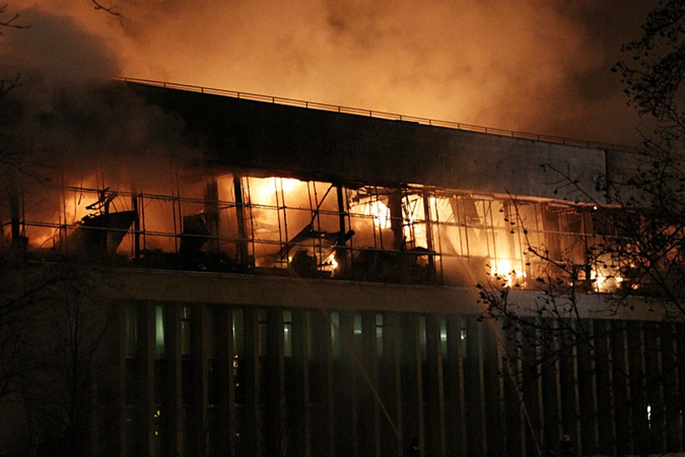 Причиной пожара в здании библиотеки, по предварительной версии, стало короткое замыкание