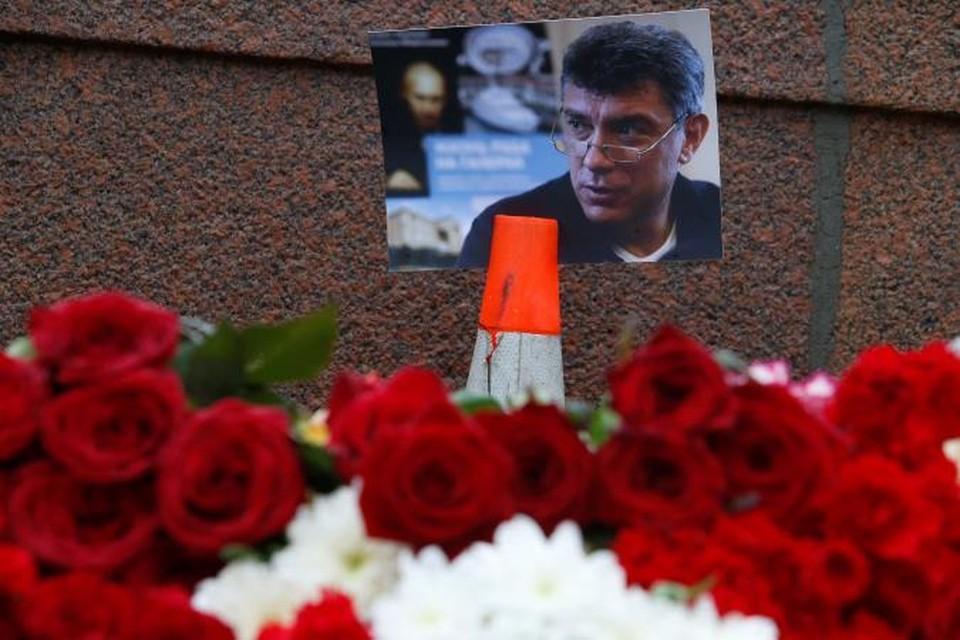Борис Немцов был убит в центре Москвы четырьмя выстрелами из пистолета