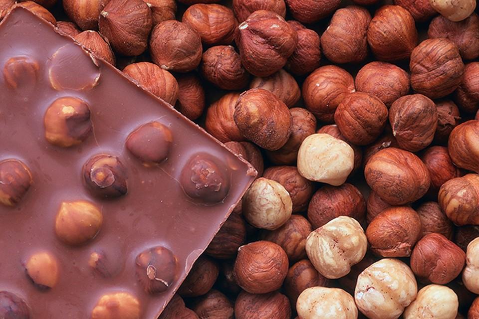 Для перекусов отлично подойдут орехи. Только не увлекайтесь! Они полезные, но калорийные