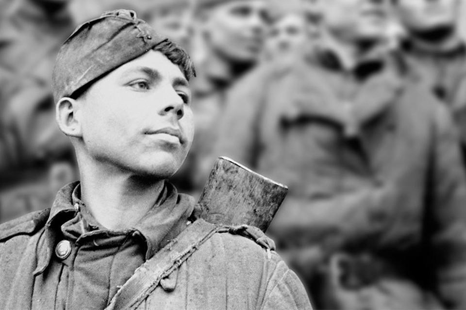 Первым над Рейхстагом водрузил знамя кировчанин Григорий Булатов.