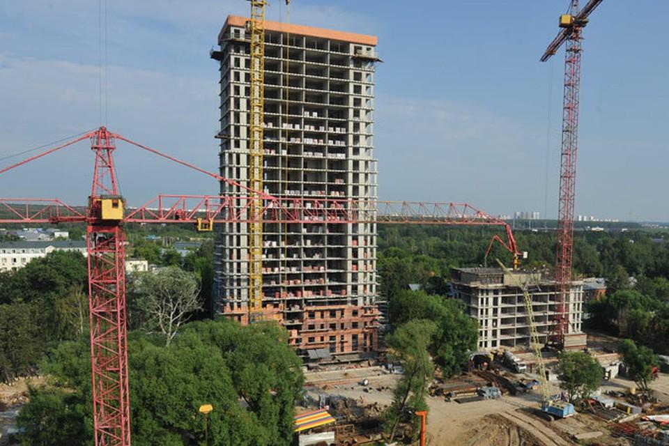 Спрос на ипотеку упал на треть, но объемы ввода нового жилья не уменьшились.