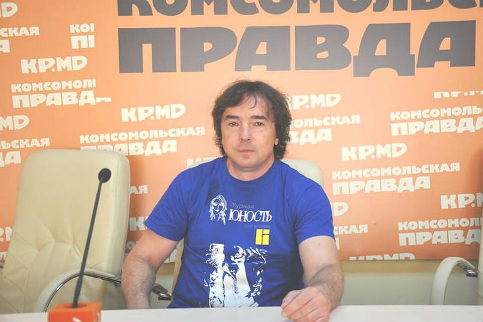 Снимает фото агрессивных татарок большими сиськами троем