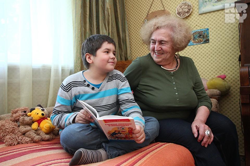 бабушка отпердолила мальчика